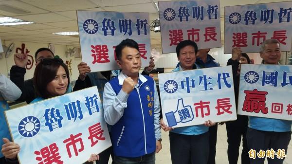 市議員魯明哲完成市長參選登記。(記者謝武雄攝)