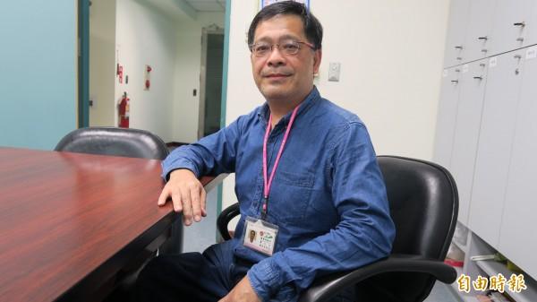 衛生福利部彰化醫院醫檢師詹仁士,透過健康減重,讓其肝指數恢復正常。(記者張聰秋攝)