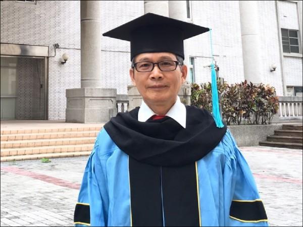 賴世昌今年獲得博士學位(記者葉永騫翻攝)