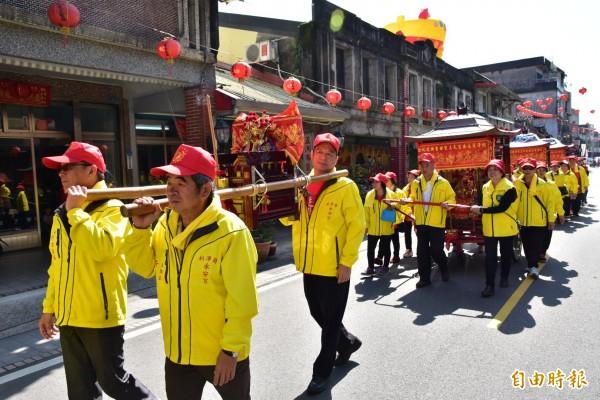利澤永安宮神轎班今下鄉遶境,為「走尪」活動拉開序幕。(記者張議晨攝)