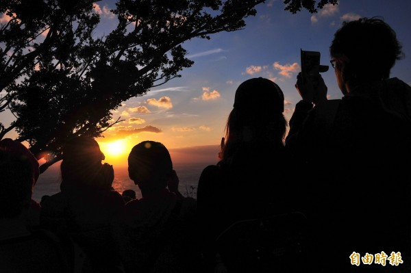 關山是賞夕陽勝地。(記者蔡宗憲攝)