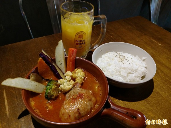 老闆陳可為更希望未來可以挑戰「剩食套餐」,把平常會被浪費掉的食材如蘿蔔皮、菜梗等做成料理。(記者邱書昱攝)
