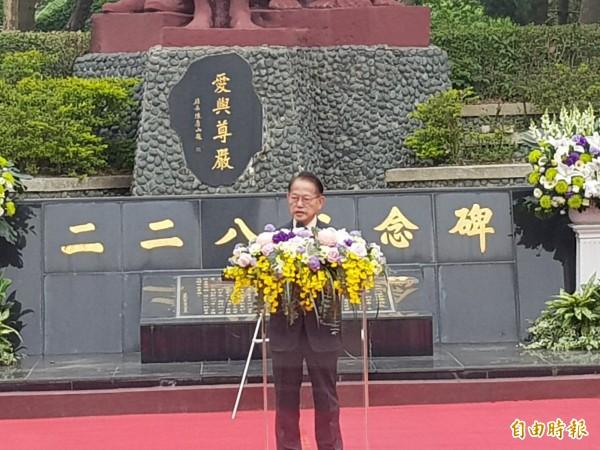 228難者王育霖的家屬王克雄(見圖)要求將紀念白崇禧的牌坊移出延平郡王祠,落實轉型正義。(記者王涵平攝)