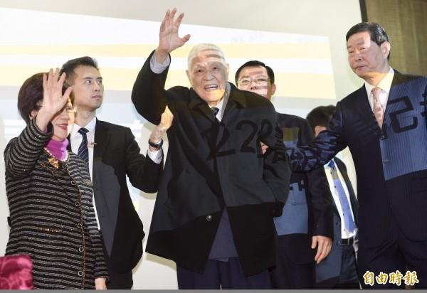 前總統李登輝28日出席「喜樂島聯盟228籌組記者會」,前副總統呂秀蓮也同台。(記者羅沛德攝)