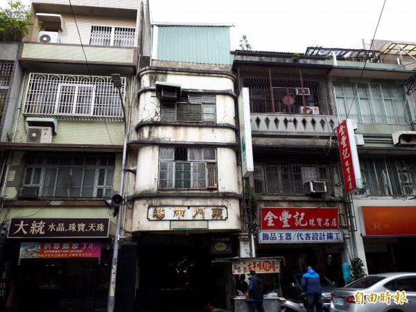 新竹市公有建築仍有14棟建物需補強,市府已爭取經費進行後續補強工程,其中東門市場就獲2000萬元耐震補強經費,並獲2000萬元進行內部的整理改善和維護。(記者洪美秀攝)