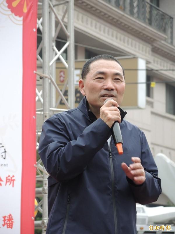 侯友宜面對周錫瑋要求黨內初選辯論,未正面回應。(記者翁聿煌攝)