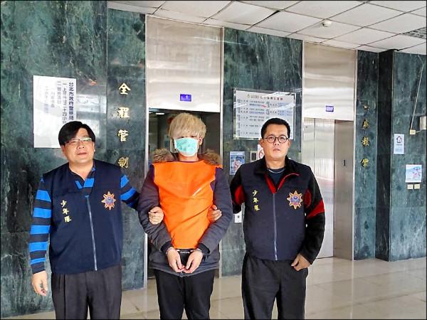 警方逮捕男子趙育慶。(記者邱俊福翻攝)