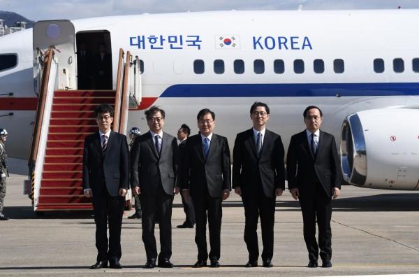 南韓總統特使團今下午搭機前往北韓。(歐新社)