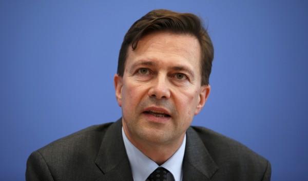 德國總理梅克爾發言人塞柏特今日警告美國,若貿易戰爆發,美國與歐洲都將受害,希望美方不要踏上「錯誤的道路」。(資料照,路透)
