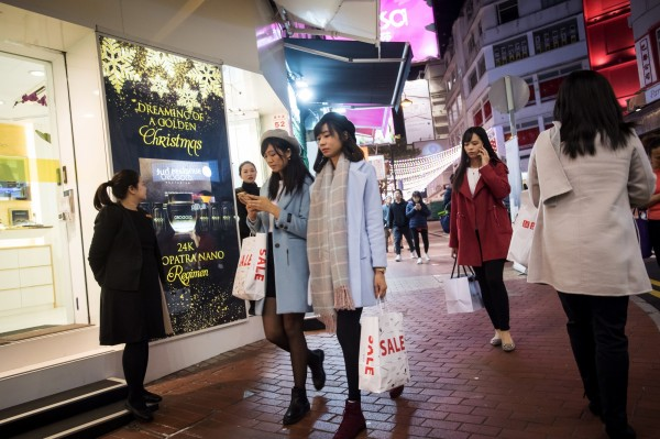 香港的環境和醫療、飲食造就了長壽的因素,(彭博)