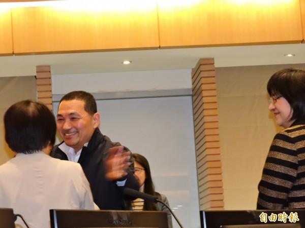 新北市副市長侯友宜今天卸任,逐一向各局處首長及市府同仁道別。(記者賴筱桐攝)