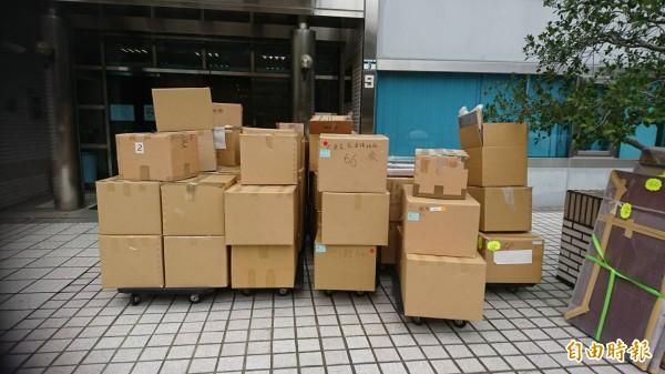 婦聯會上百箱資料去年5月被人運至德惠街存放,在黨產會約談辜懷如後,辜家僱請搬家公司將數十箱物品運交黨產會。(資料照)