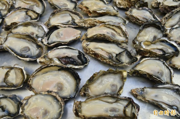 4名香港旅客疑似是在梧棲漁港食用生蠔後,發生上吐下瀉的症狀。生蠔示意圖,與本新聞無關。(資料照)
