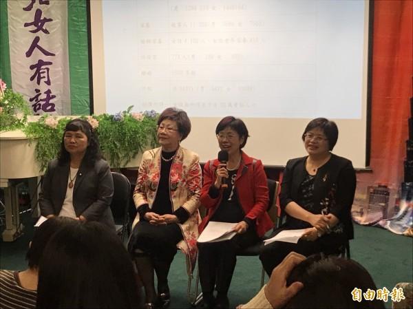 呂秀蓮今天邀請婦女團體、女性立委參加茶談會。(記者蘇芳禾攝)