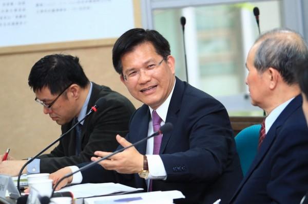台中市長林佳龍(中)出席台研會30週年論壇。(台中市政府提供)