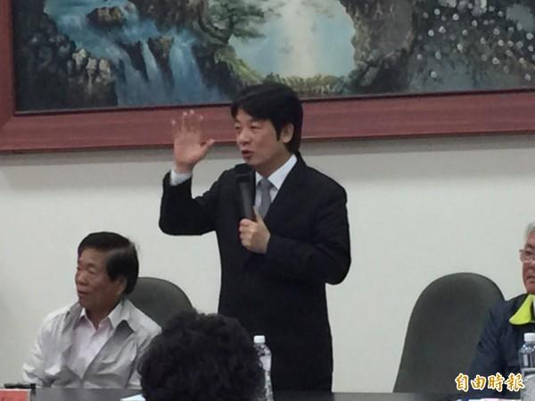 行政院長賴清德肯定北農總經理吳音寧有達到照顧農民目標。(記者林國賢攝)