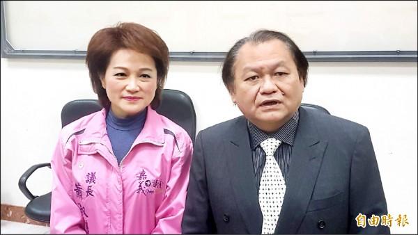 嘉市議長蕭淑麗(左)延攬嘉市小英之友會副理事長邱楹棟(右)擔任議會機要秘書。(記者丁偉杰攝)