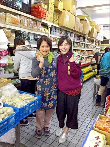 余筱萍(右)說,民眾對她的認識已從「余天的女兒」變成「余筱萍」。(余筱萍團隊提供)
