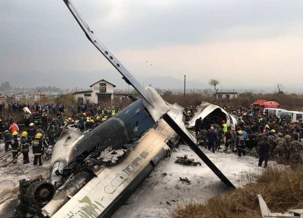 孟加拉航空BS211客機墜毀於尼泊爾機場,外交部表示無國人受波及。(路透社)