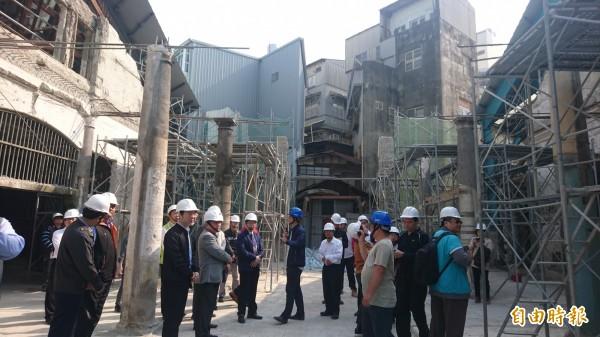 台南西市場古蹟修復工程預計明年8月完成,代理市長李孟諺前往視察。(記者劉婉君攝)