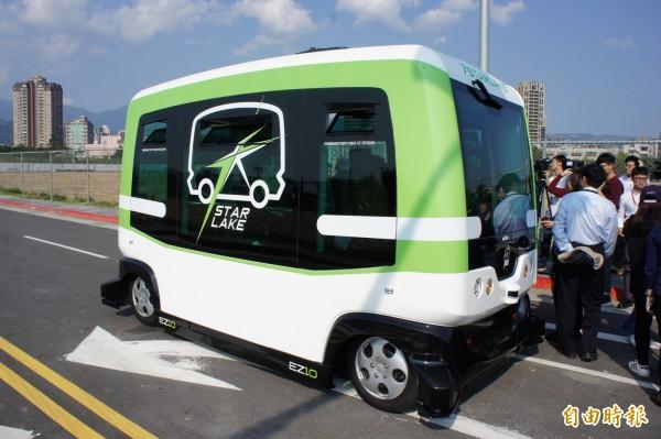 自動駕駛小巴EZ10。(記者黃建豪攝)