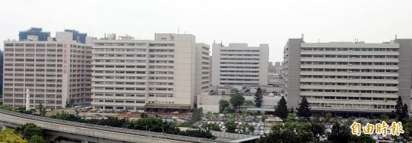 衛福部健保署公布2016年領取健保費用逾4億元的醫院財報共148家,整體收支結餘以林口長庚醫院43.58億元居冠。(資料照)