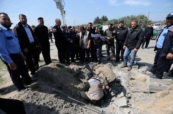巴勒斯坦總理哈馬達拉今日傳出在加薩走廊遭遇炸彈攻擊,造成同行車隊中7人受傷及3輛車輛受損。(路透)
