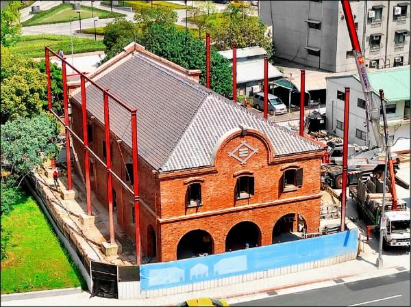 歷時逾一年時間,三井倉庫外牆及屋頂已全面整修完畢。 (台北市文化局提供)