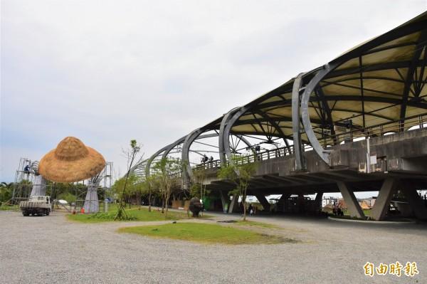 綠博展區正好就在冬山火車站前,一下火車就能直達會場,憑票根還能免費入園。(記者張議晨攝)