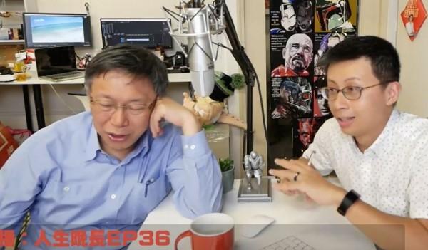 台北市長柯文哲在直播節目上脫口,「收買名嘴要錢,不想花那個。這是亂講的,人要吃飯、要那個。」(圖擷取自Youtube)