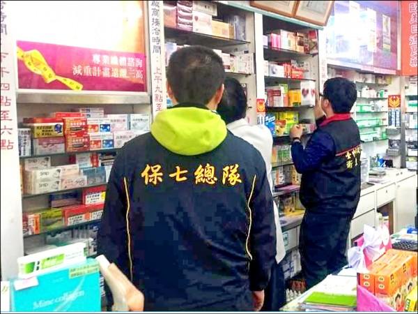 檢方會同保七總隊查訪,釐清是否出售偽造的日本藥王產品。 (記者楊政郡翻攝)