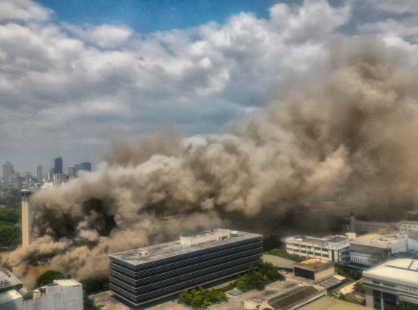 馬尼拉亭閣飯店今早傳出火災,目前4死10多傷。(圖擷自twitter)