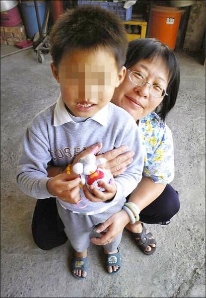 人物速寫─保母不捨棄嬰 辭職養他13年
