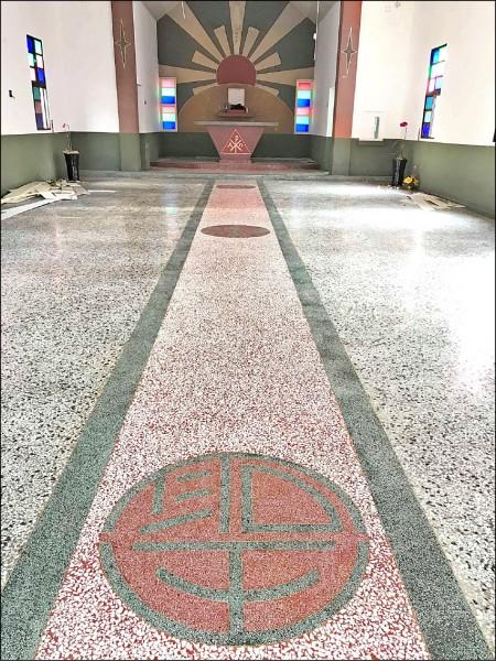 「聖女加大利納堂」磨石子地面有三處「聖」字樣。(高基榮提供)