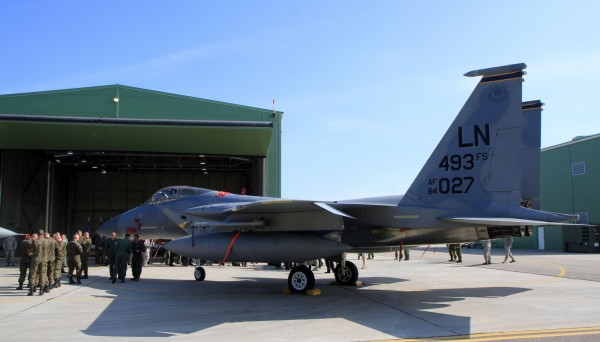 有媒體指出美方提議我方在採購F-35戰機完成前,「租借」中古F-15戰機補強防空戰力。(法新社)