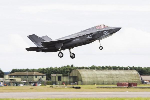 日本擬引進F-35B戰機(圖),裝備在出雲號上。(歐新社)