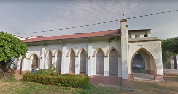 海埔教會舊址遭海山宮轎班闖入,造成物件損壞。(圖片擷取自Google)
