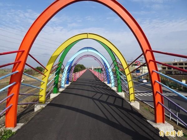龍井公所將舉辦騎單車遊龍井,民眾可騎到色彩繽紛的彩虹廊道等景點。(記者蘇金鳳攝)