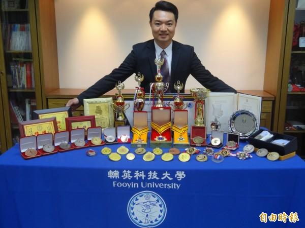 謝天傑用家鄉白玉蘿蔔研發生技產品,屢屢獲獎。(記者洪臣宏攝)