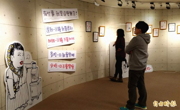 網紅手繪作家八耐舜子,即日起在健行科大辦理首場塗鴉展。(記者李容萍攝)