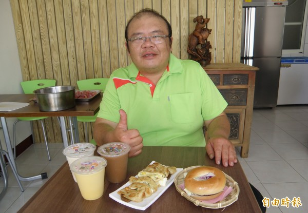 星級飯店總主廚張獻昌轉業新營開早餐店,一圓創業夢,飯店等級早餐。(記者楊金城攝)