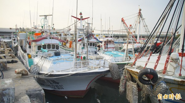 東港、琉球漁船3月底就會有船到台菲海域捕撈黑鮪,4月則是正式開始,如今菲律賓在距蘭嶼僅98公里的小島設海事基地,漁民害怕「廣大興事件」重演。(記者陳彥廷攝)