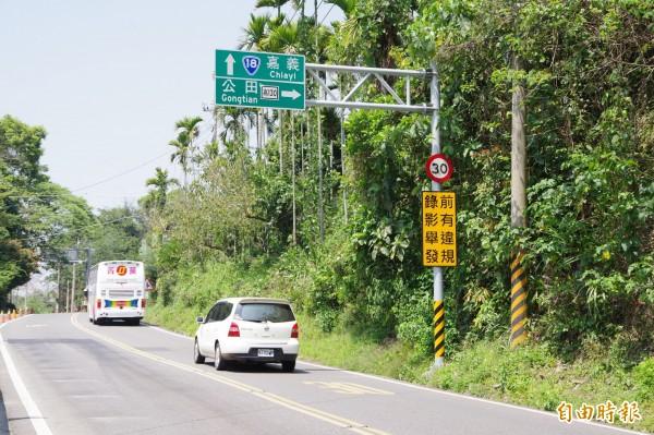 台18線是嘉義縣山區觀光運輸要道,開通36年來,觸口段至阿里山段山路最高速限維持時速30公里,沒隨路況改善而調整。(記者曾迺強攝)