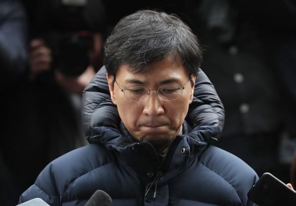 南韓政壇明星安熙正(Ahn Hee-jung),被女秘書和女下屬指控多次性侵,南韓檢方於今(23日)下午提請法院批准拘捕。(法新社)