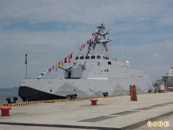 海巡署要打造海巡版的沱江艦,為因應海巡任務需求,將會改配強力水砲及警備救難艇。圖為海軍的沱江軍艦。(記者羅添斌攝)