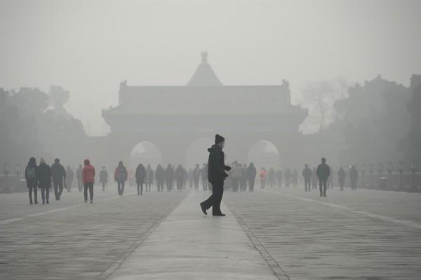 中國移入霧霾相當嚴重,南韓網友湧入青瓦臺請願留言板提出請願,呼籲政府應對中國當局施加外交壓力。(資料照,法新社)