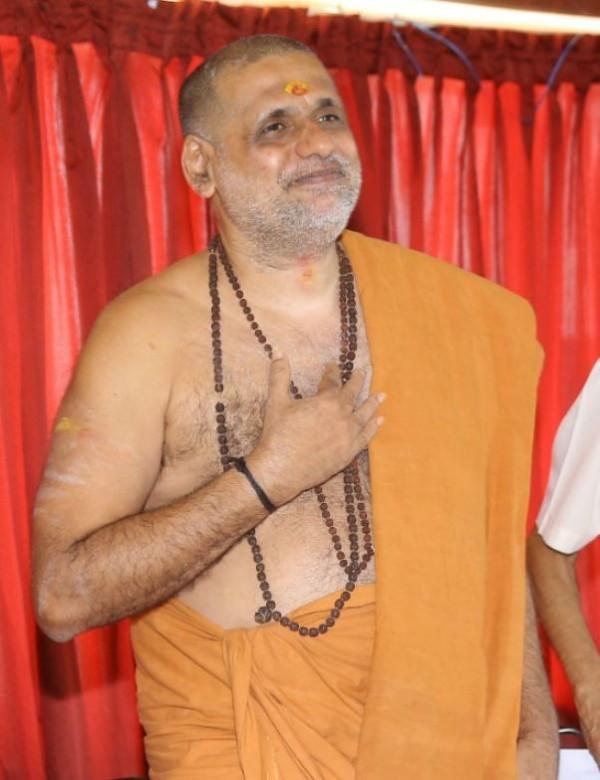 印度「宗教大師」斯瓦米涉嫌長年性侵,最後被受害女子砍斷下體,如今卻出面宣稱已經「原諒」對方。(圖擷取自The Times of India)