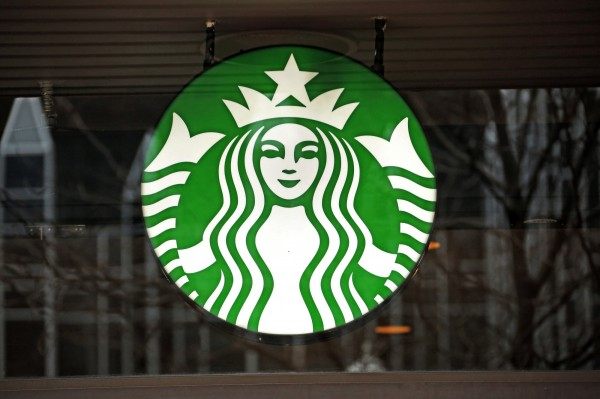 美國加州高等法院日前針對咖啡業者做出裁示,星巴克等咖啡業者必須在產品上加註「致癌警語」。(美聯社)