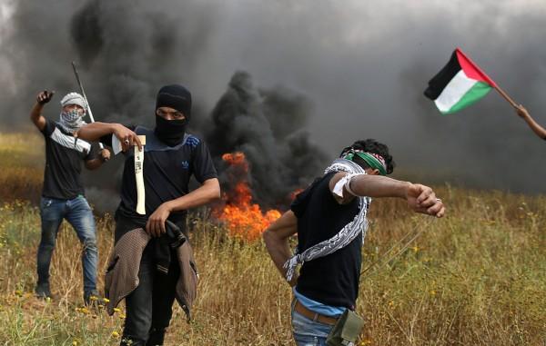 哈瑪斯集團衛生部也指出,早在今日清晨以色列軍方就曾砲擊加薩走廊,造成巴勒斯坦民眾1死1傷。(路透)
