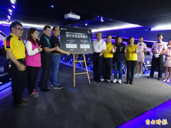 南台灣首座專業電競教室啟用。(記者黃旭磊攝)